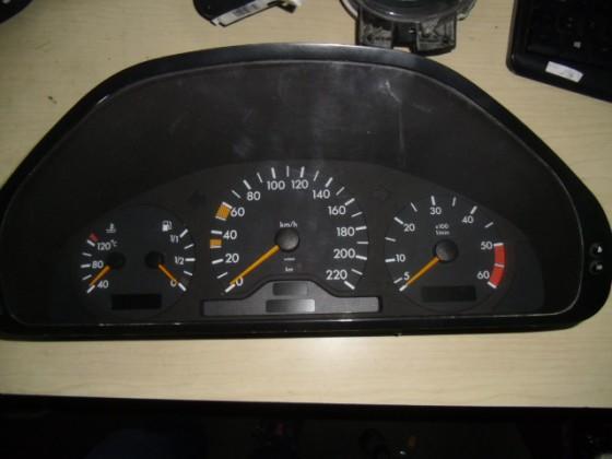 Quadrante Mercedes W202 1996 Ref:2025400748 q425
